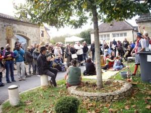 Le public devant une animation de La Ruche à Brac
