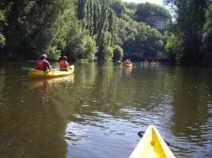 Quelques canoës sur la Vézère